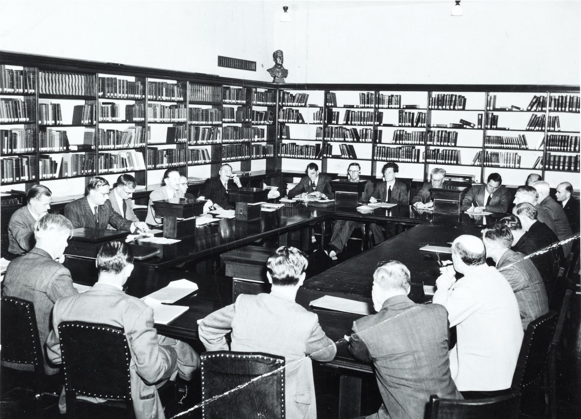 Meeting in library at Canberra University College, 1948