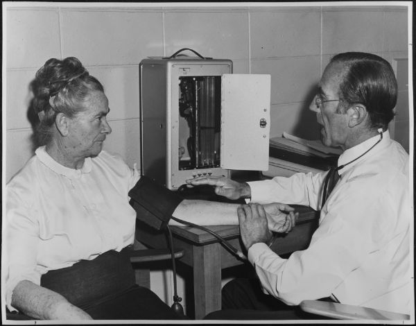 Photograph of Prof R. R. H. Lovell with patient, 22 November 1972, University of Melbourne. Media and Publication Services Office, 2003.0003.00486