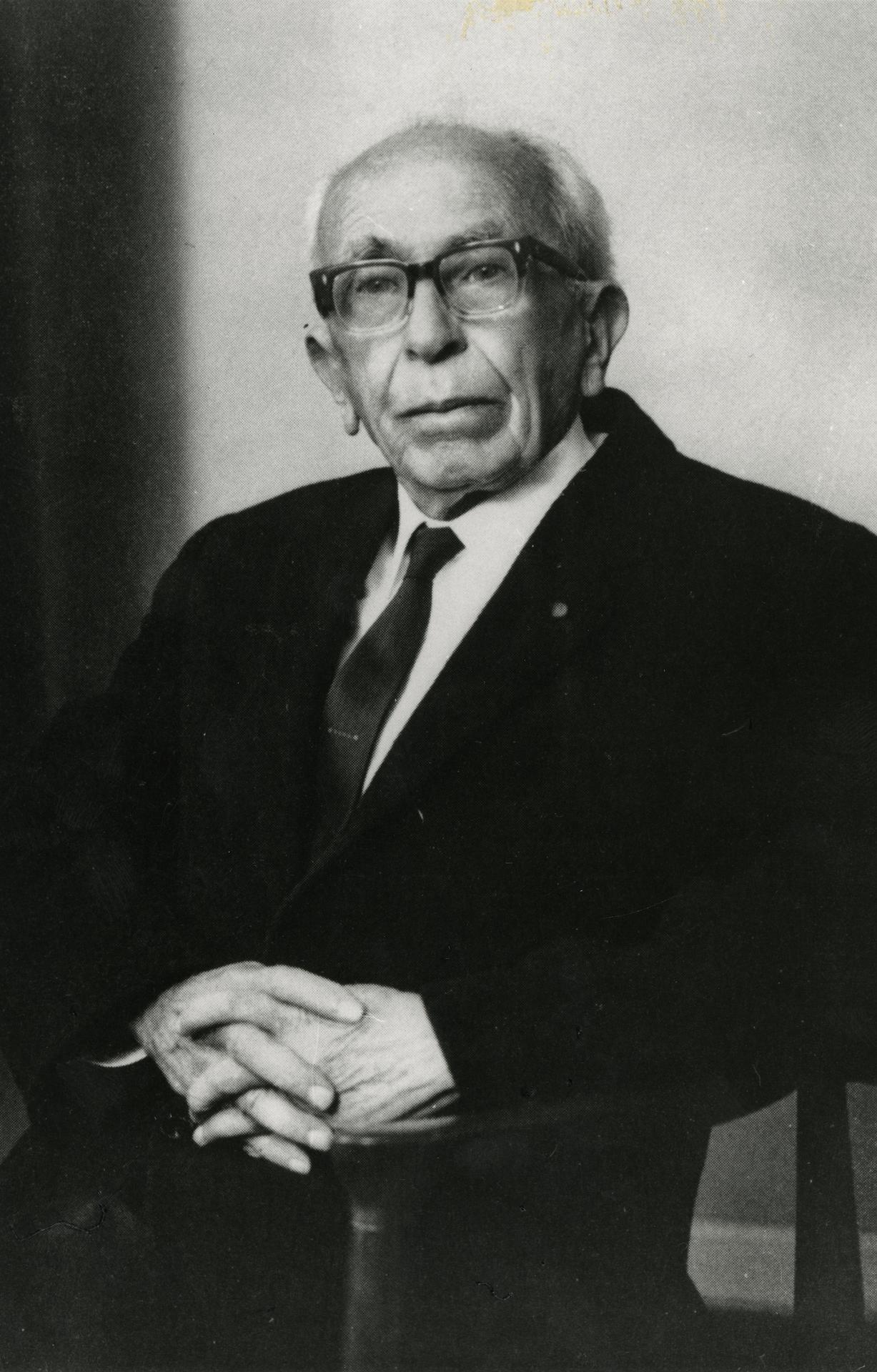Prof Alan R. Chisholm