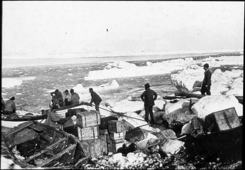 1980.0030.00891 Unloading boats, 1907-1913, Raymond Priestley Lantern Slides Collection (Department of Geology, University of Melbourne)