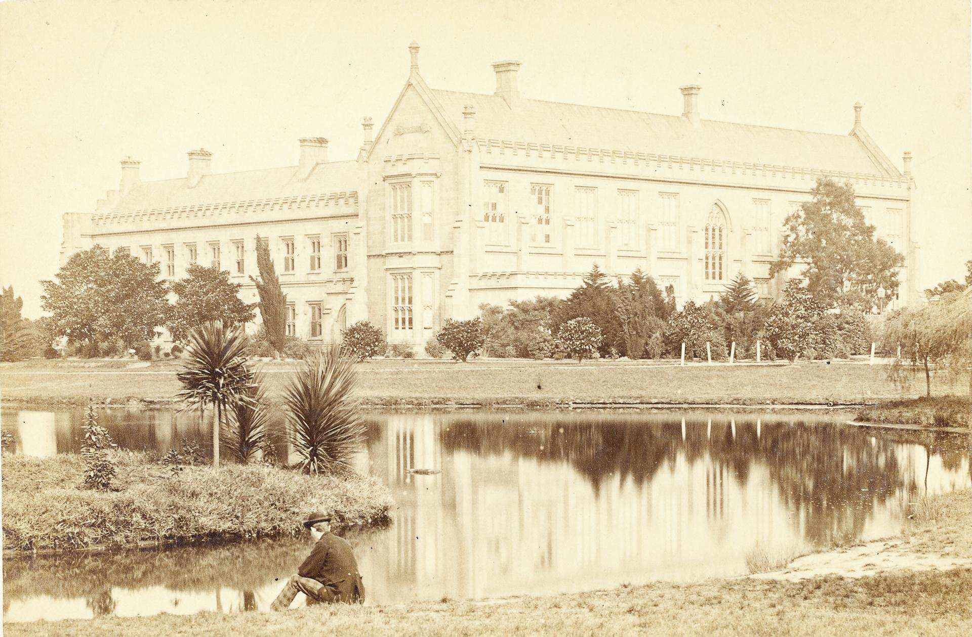 Quadrangle, North wing and lake