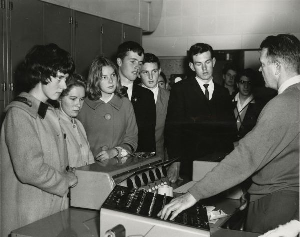 Open Day, University of Melbourne, 27 July 1963 a demonstration of the computer's potential to a group of high school students, 2017.0071.00480.