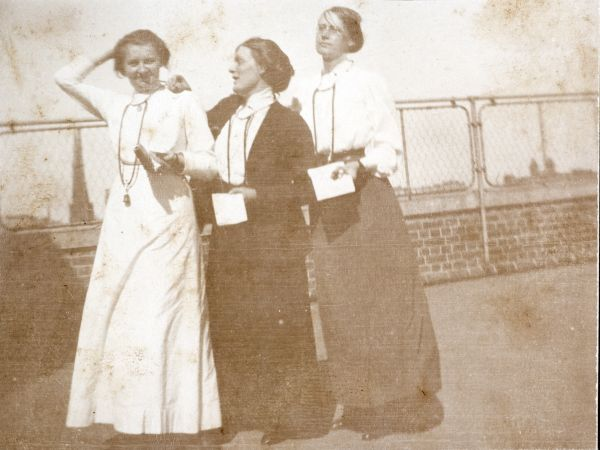 Dr Mary Lane, Dr Jean Davies, and Dr Annie Bennett, On New Melbourne Hospital, 1913, Mary Lane Collection, 2005.0006.00007